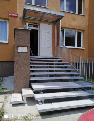 nové schody s pergolou Březnice (1)